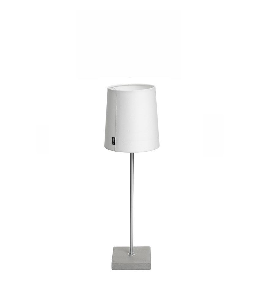 rek. 0.00 kr Bordslampa med stor lampskärm